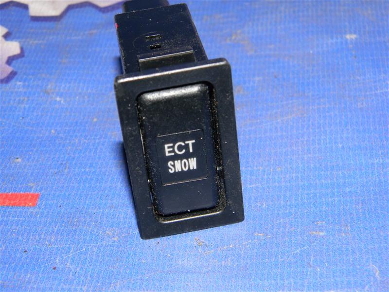 Кнопки в салон Toyota Avensis AZT251 2AZ-FSE 2007