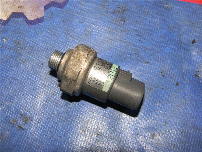 Датчик давления в системе кондиционирования Toyota Corolla NZE124 1NZ-FE 2000