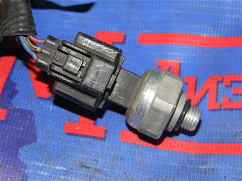 Датчик давления в системе кондиционирования Nissan