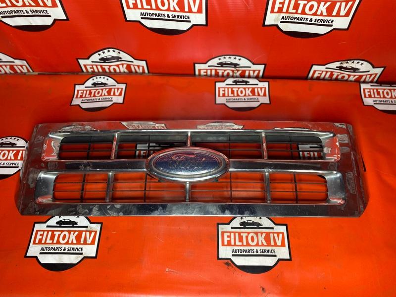 Решетка радиатора Ford Escape R3 2008