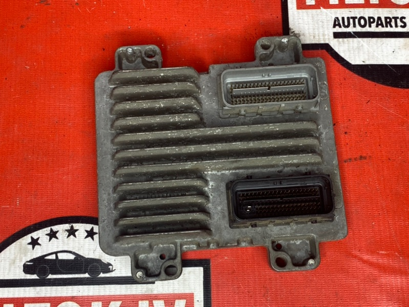 Блок управления двс Chevrolet Tahoe GMT900 LY5