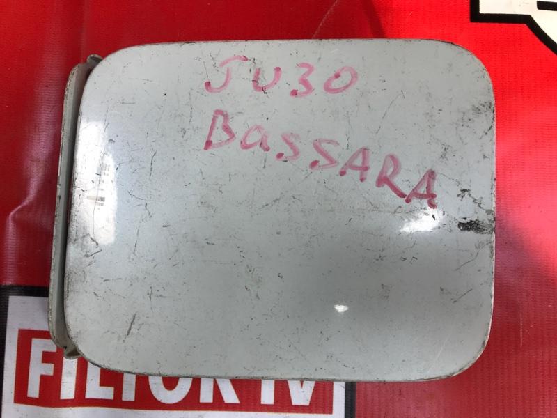 Лючок бензобака Nissan Bassara JU30