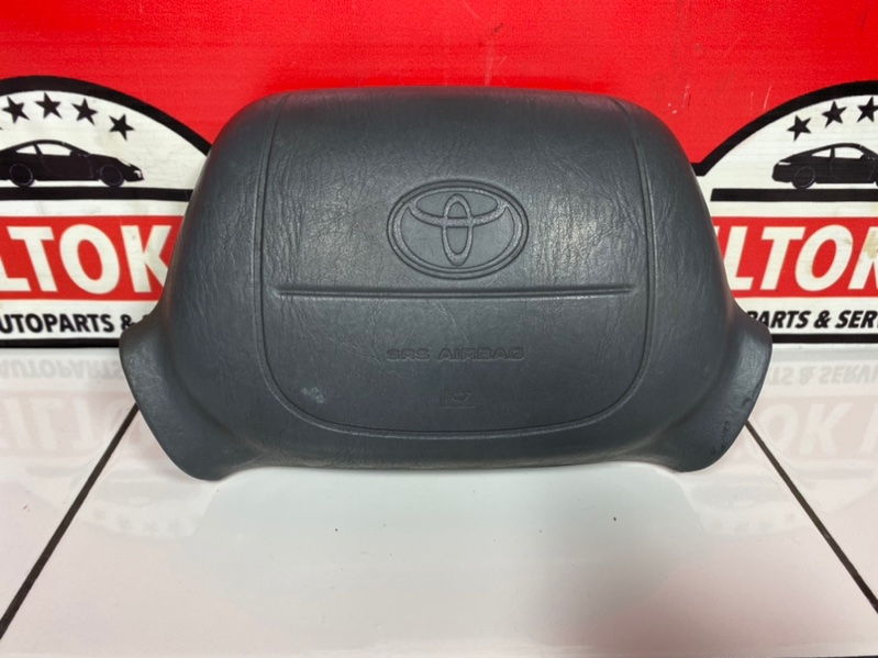 Подушка безопасности водителя Toyota Granvia KCH16 1KZTE 1996