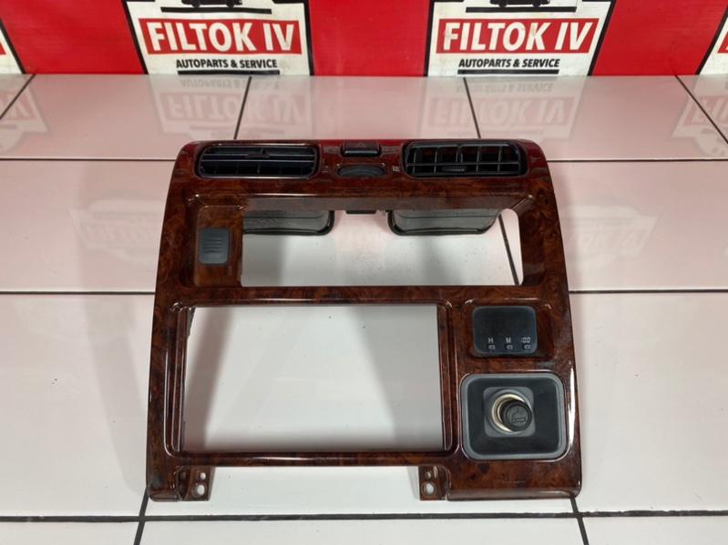 Рамка магнитофона Toyota Granvia KCH16 1KZTE 1996