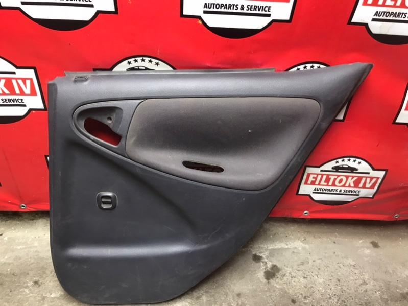Обшивка двери Toyota Vitz SCP10 1SZFE 2002 задняя правая
