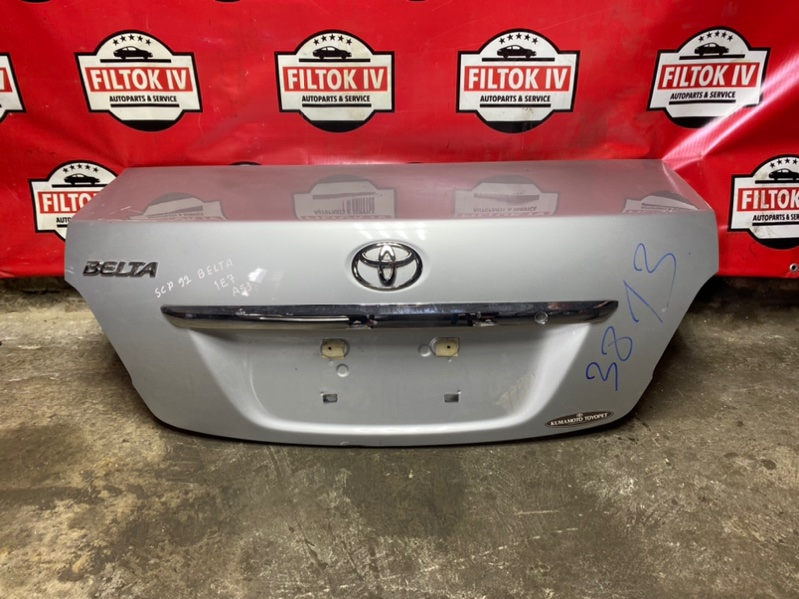 Крышка багажника Toyota Belta SCP92 2SZFE 2011
