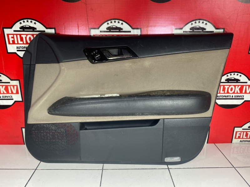 Обшивка двери Toyota Mark X GRX120 4GRFSE 2005 передняя правая