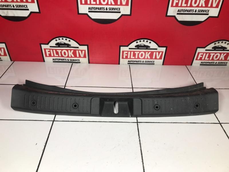 Панель замка багажника Toyota Ist NCP61 1NZFE 2003
