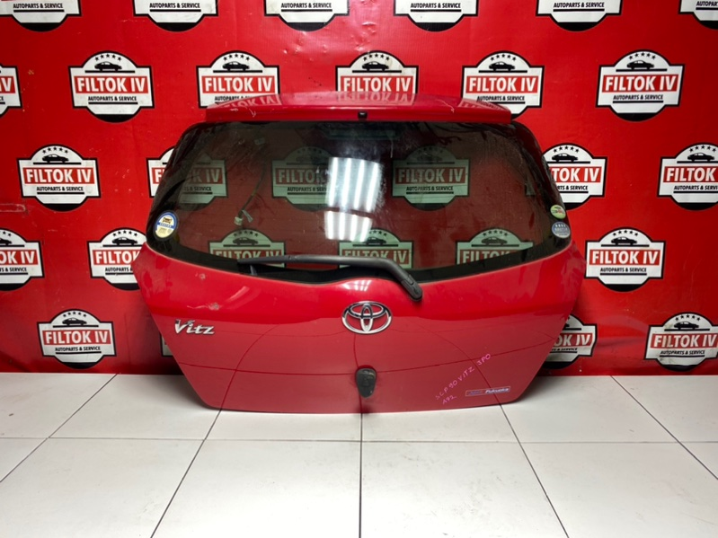 Дверь багажника Toyota Vitz SCP90 2SZFE 2006