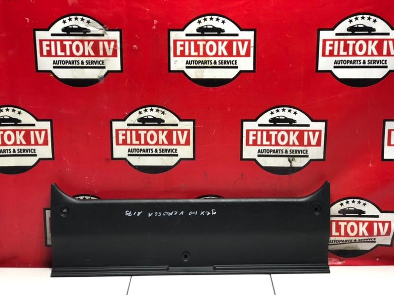 Панель замка багажника Toyota Verossa JZX110 1JZFSE 2001