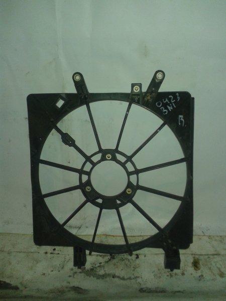 Диффузор радиатора Honda Stream RN1 D17A 2000 правый