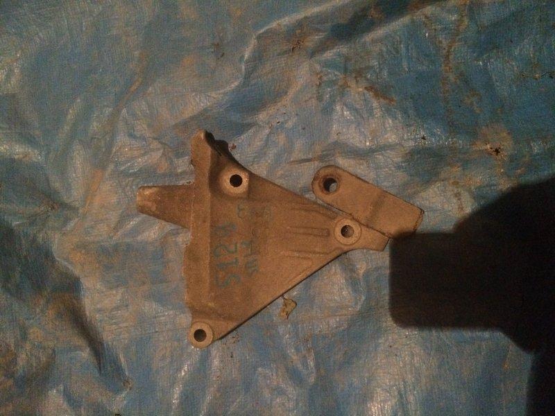 Кронштейн двигателя Nissan Bluebird U13 SR18DE 1993 правый