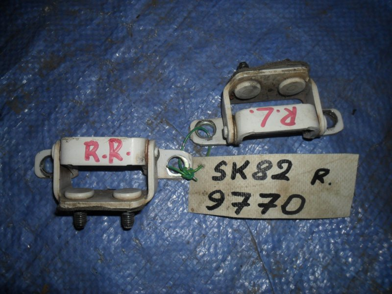 Петля крышки багажника Nissan Vanette SK82MN F8