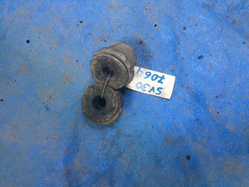 Крепление радиатора Toyota Camry Sv30 SV30 4S-FE 1993 нижнее