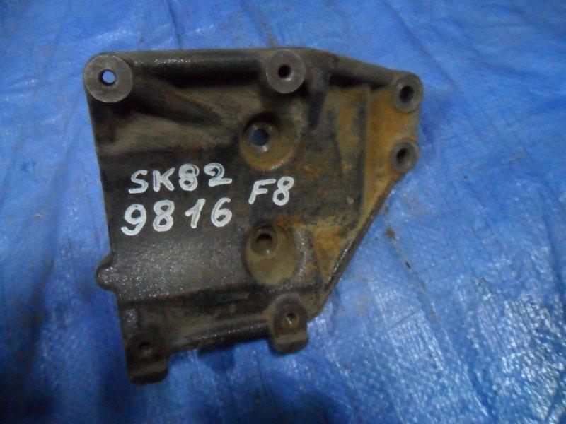 Кронштейн компрессора кондиционера Nissan Vanette SK82MN F8