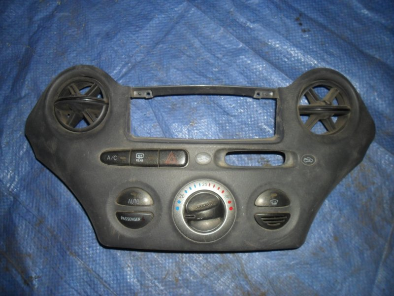 Блок управления печкой Toyota Vitz NCP10 2NZ-FE 2000
