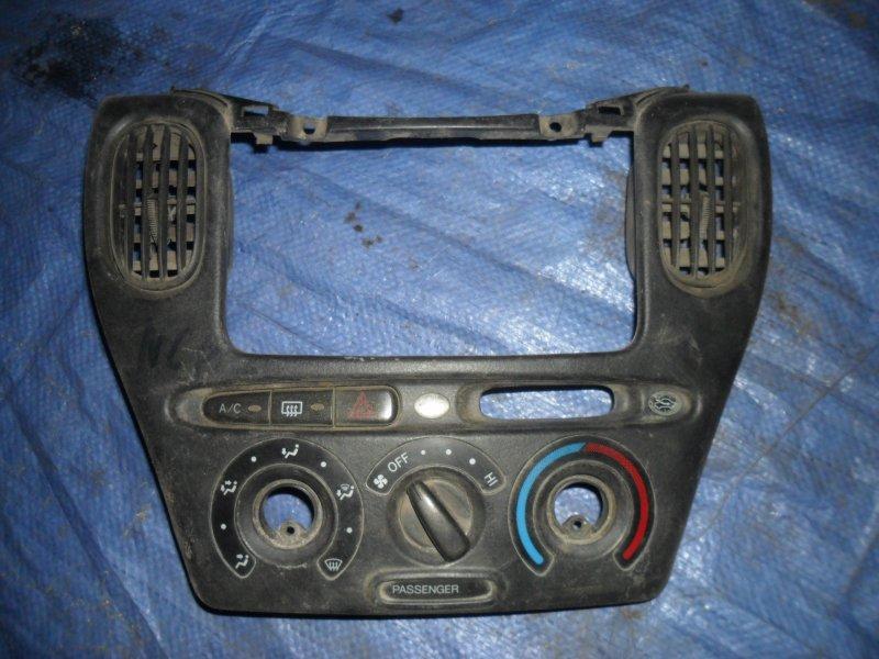 Накладка торпеды Toyota Funcargo NCP20 2NZ 1999