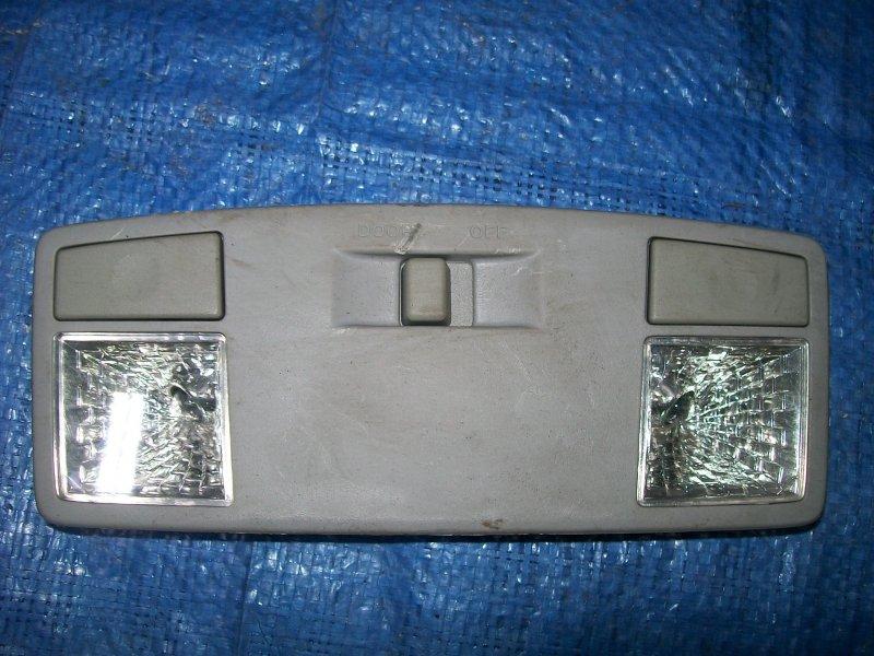Плафон потолочный Mazda 3 BK Z6 2003 передний