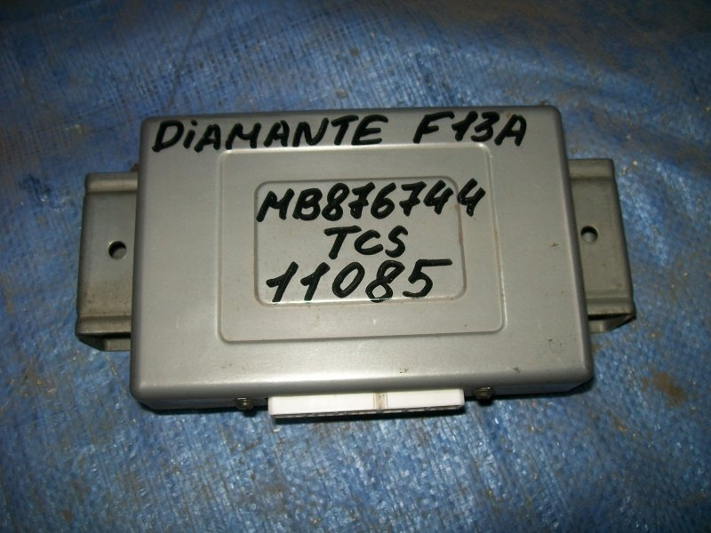 Блок управления двигателем Mitsubishi Diamante F11A 6G71