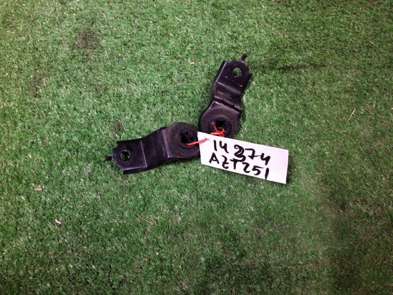 Крепление радиатора Toyota Avensis AZT251 2AZ-FSE 2008 верхнее