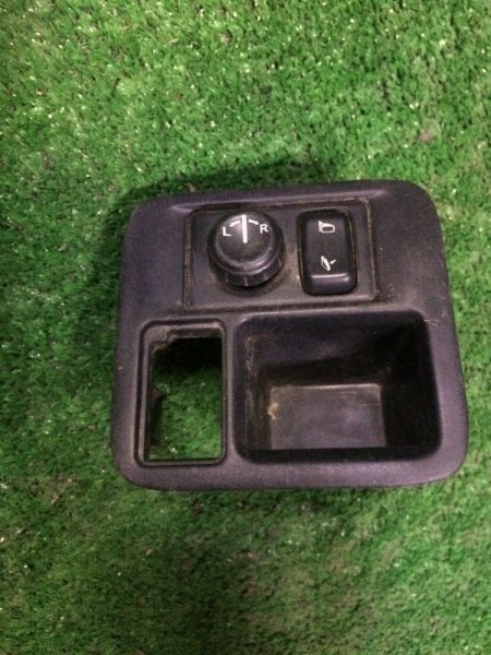 Блок управления зеркалами Nissan Cube Z10 CG13DE 1998