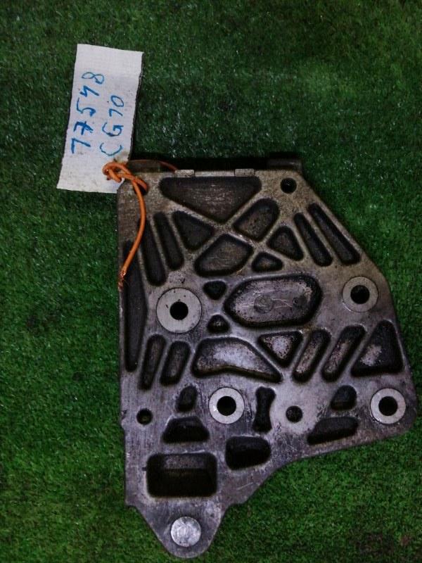 Кронштейн компрессора кондиционера Nissan March K11 CG10 1999