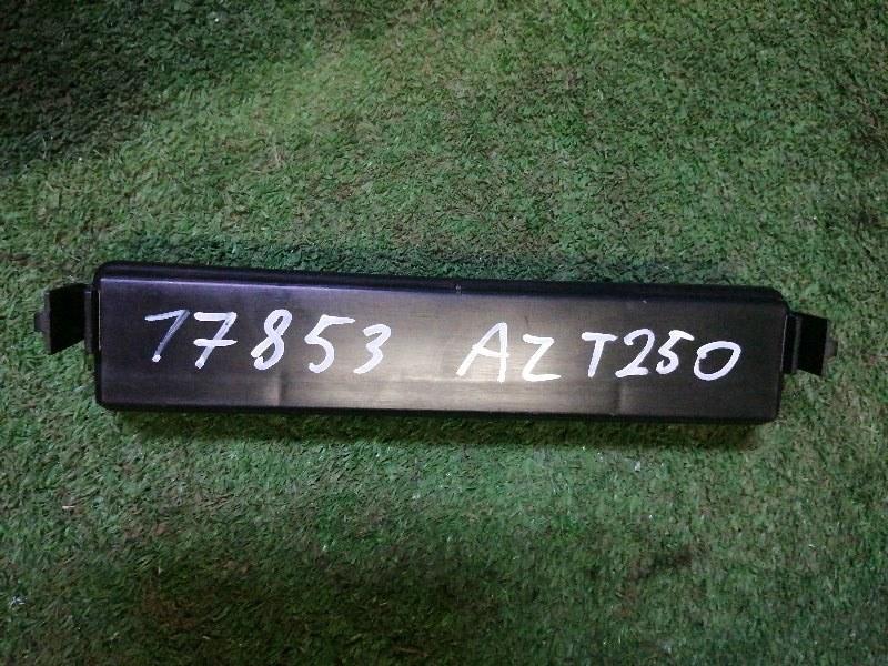 Крышка салонного фильтра Toyota Avensis AZT250 1AZ-FSE 2003