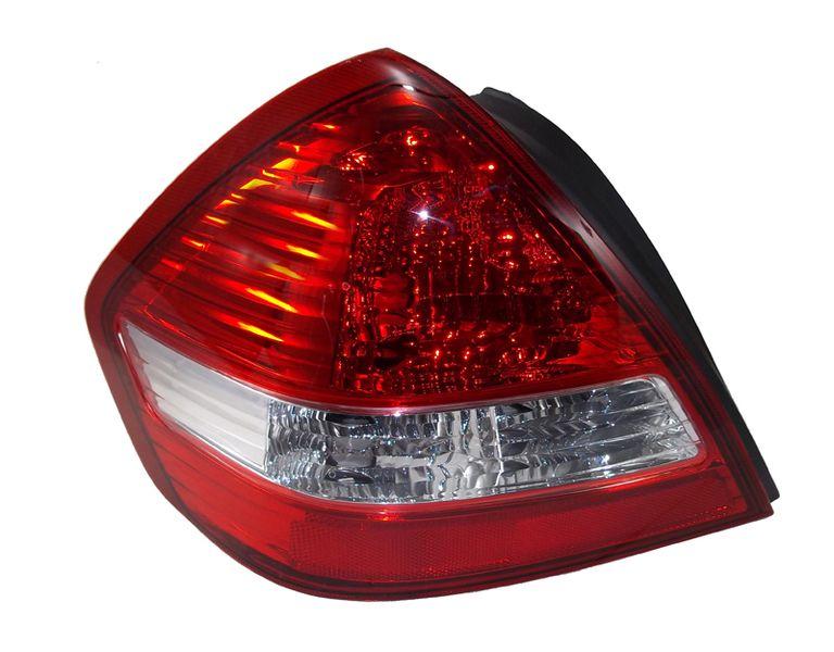 Стоп-сигнал Nissan Tiida 4D 04 левый