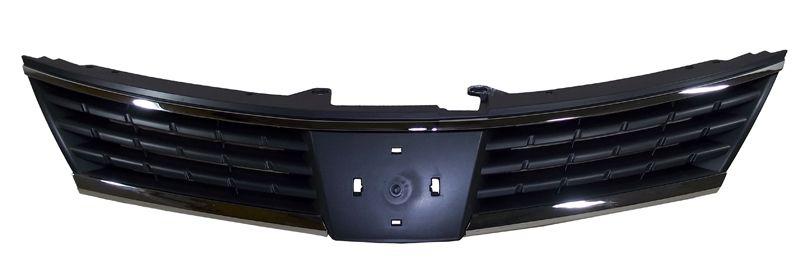 Решетка радиатора Nissan Tiida