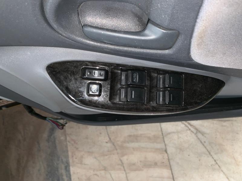 Блок управления стеклоподъемниками Toyota Vitz NCP10 передний правый
