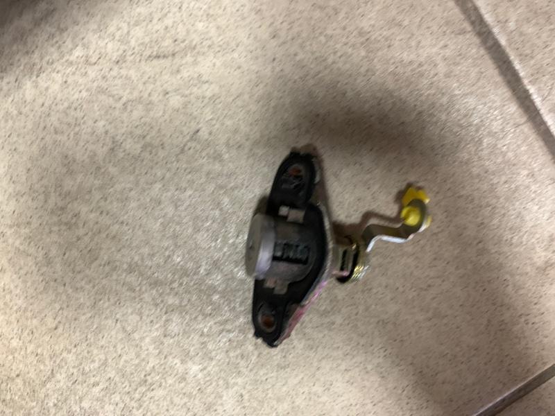Личинка двери Toyota Allex NZE121