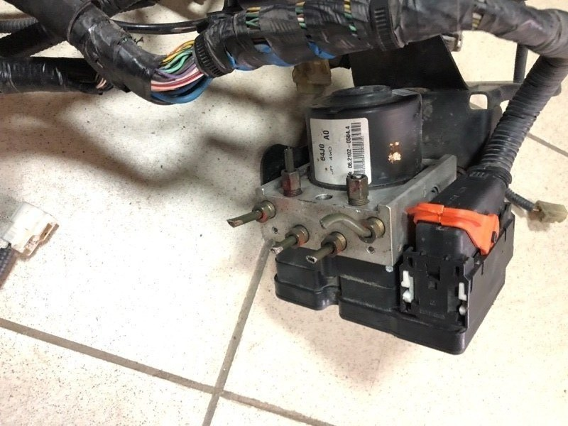 Блок управления abs Suzuki Escudo TD54W F9QB