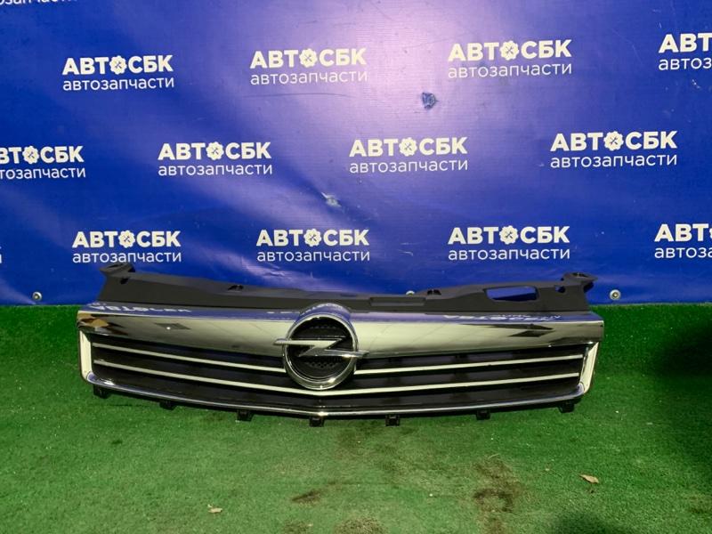 Решетка радиатора Opel Astra H 07