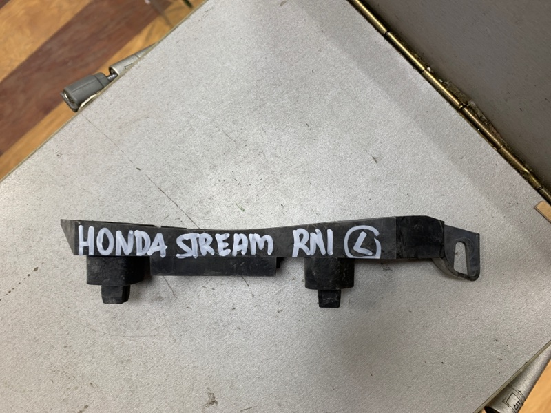 Крепление бампера Honda Stream RN1 переднее левое