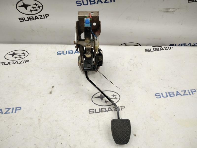 Педаль сцепления Subaru Legacy B13