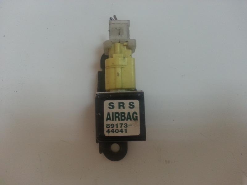 Датчик airbag Toyota Voxy AZR65 передний 89173-44041 TOYOTA 8917344041
