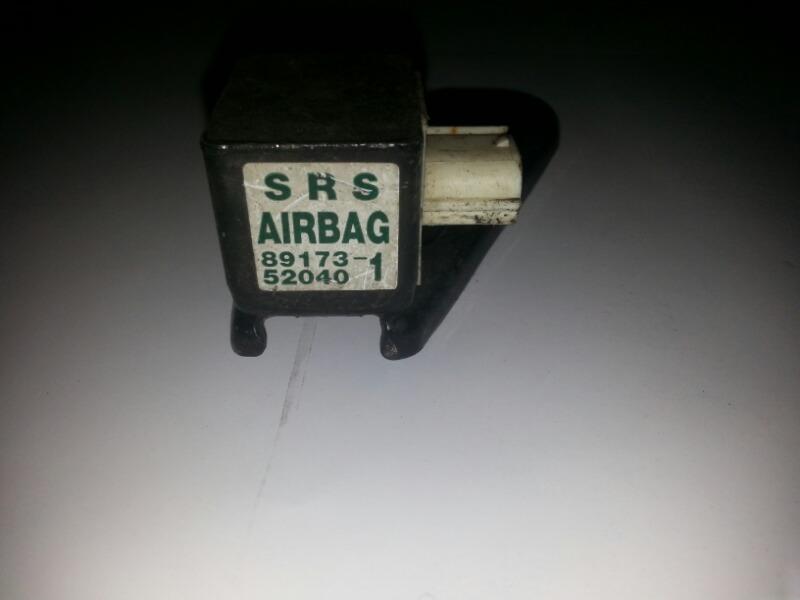 Датчик airbag Toyota Funcargo NCP20 2NZ-FE 07.1999 передний правый TOYOTA 89173-52040