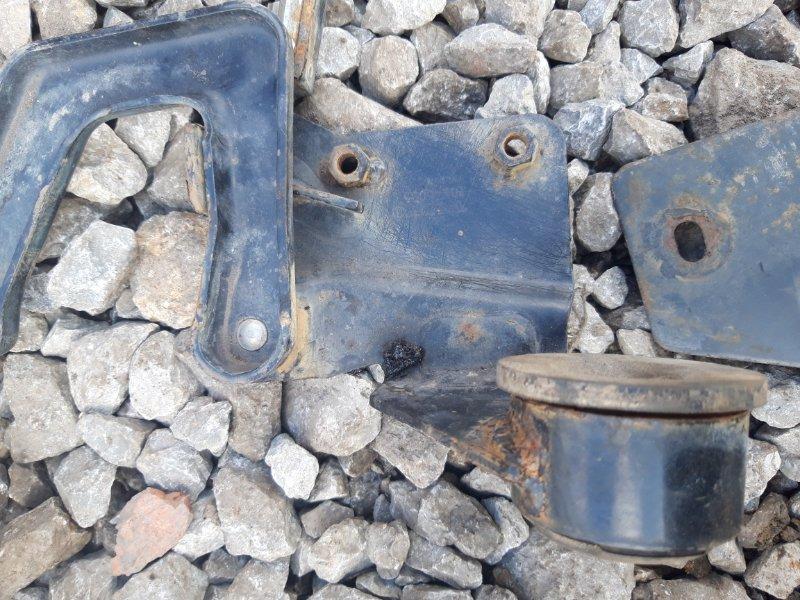 Петля решетки радиатора Volvo Fh 12