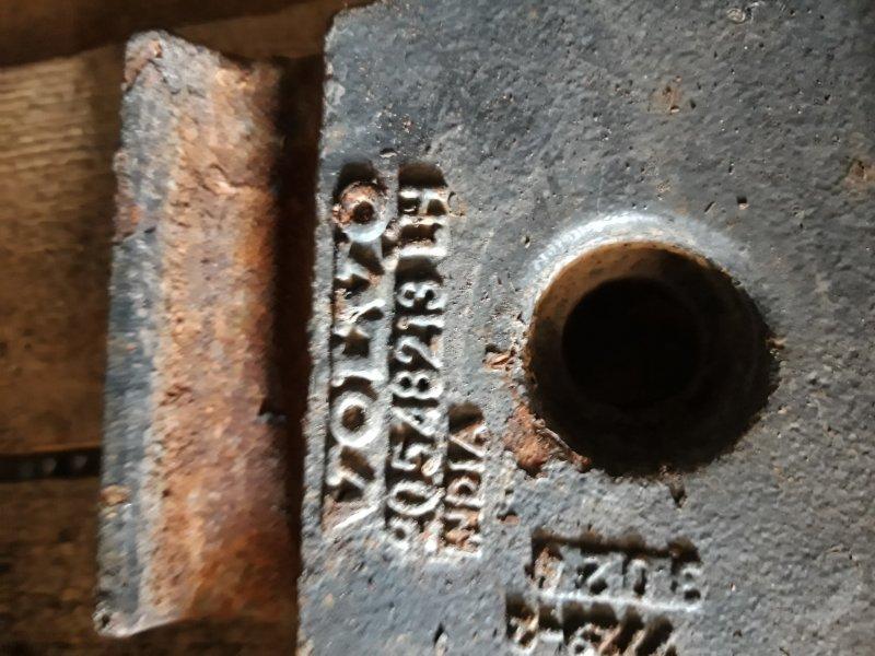 Кронштейн амортизатора Volvo Fh передний левый нижний