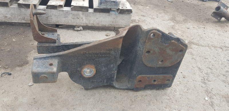 Кронштейн рессоры Renault Magnum передний правый