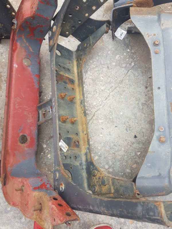 Траверса рамы Volvo задняя