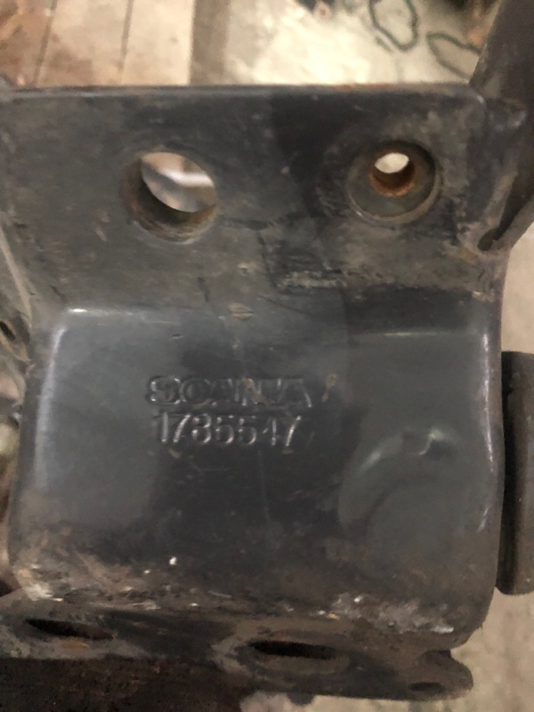 Петля решетки радиатора Scania
