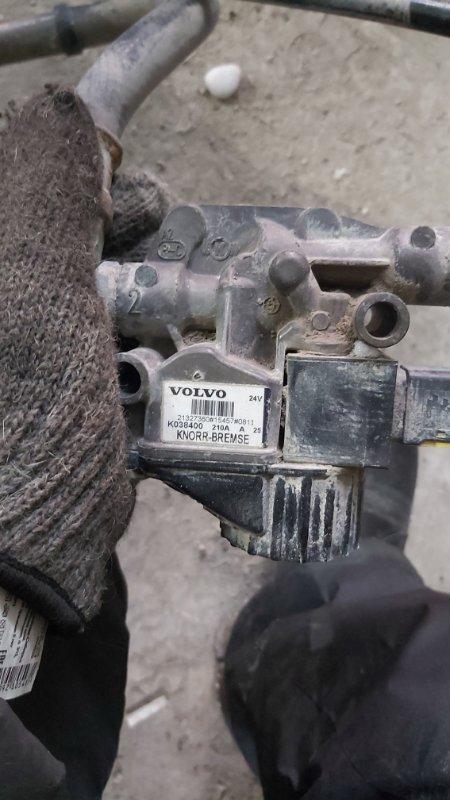 Кран тормозной Volvo Fm