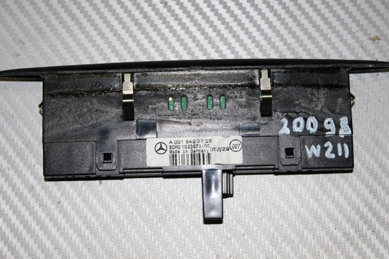 Дисплей информационный Mercedes E-Klasse W211 E350 2005