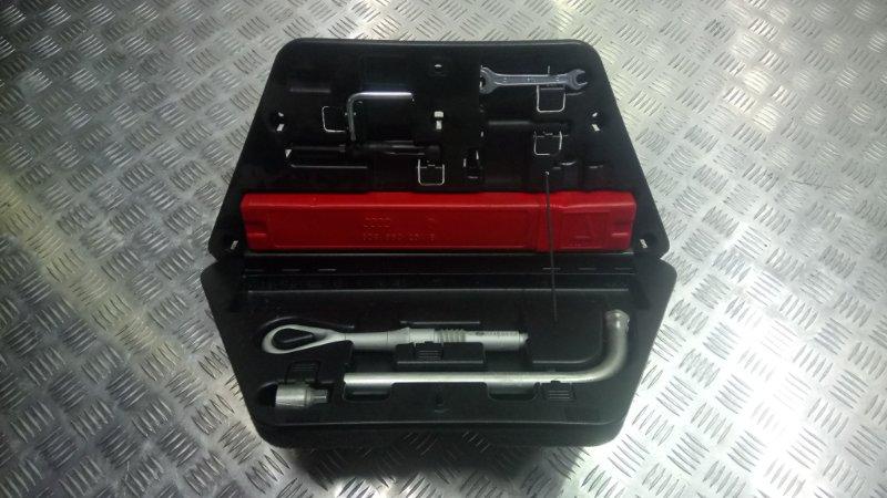 Ящик для инструментов Audi A8 D3 4.2 BFM 2005