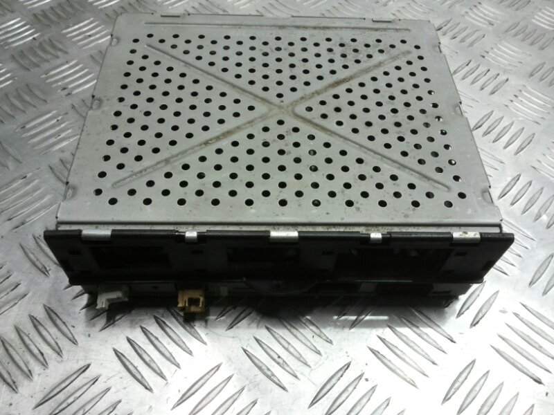 Блок управления сигнала магнитолы Audi A8 D3 3.2 BKP 2006