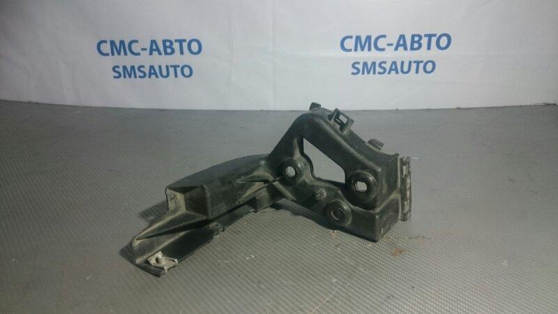 Крепеж порога Audi A8 D3 задний правый