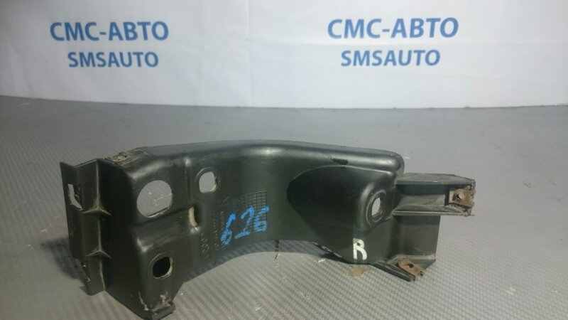 Крепеж порога Audi A8 D3 правый