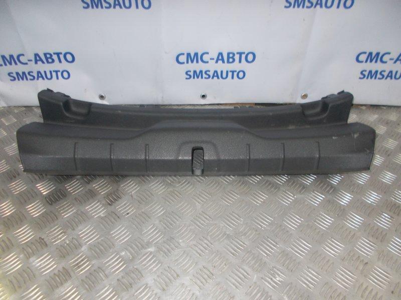Накладка замка багажника Volvo C30 2.4 B5244S 2007 задняя