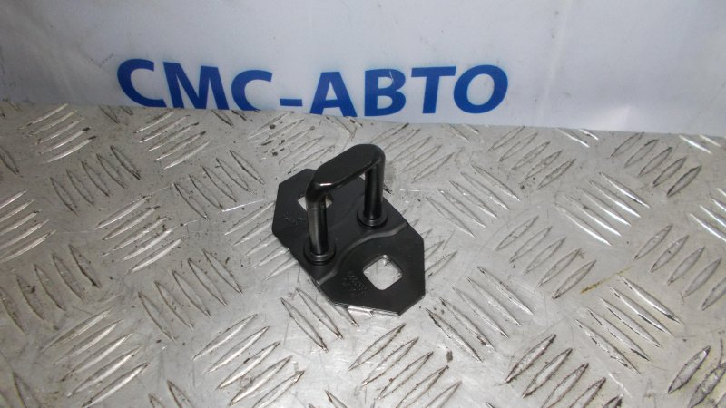 Ответная часть замка багажника Volvo C30 2.4 B5244S 2007